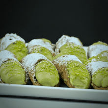 Load image into Gallery viewer, 10 Cannoli (9cm) - Pistachio Cream