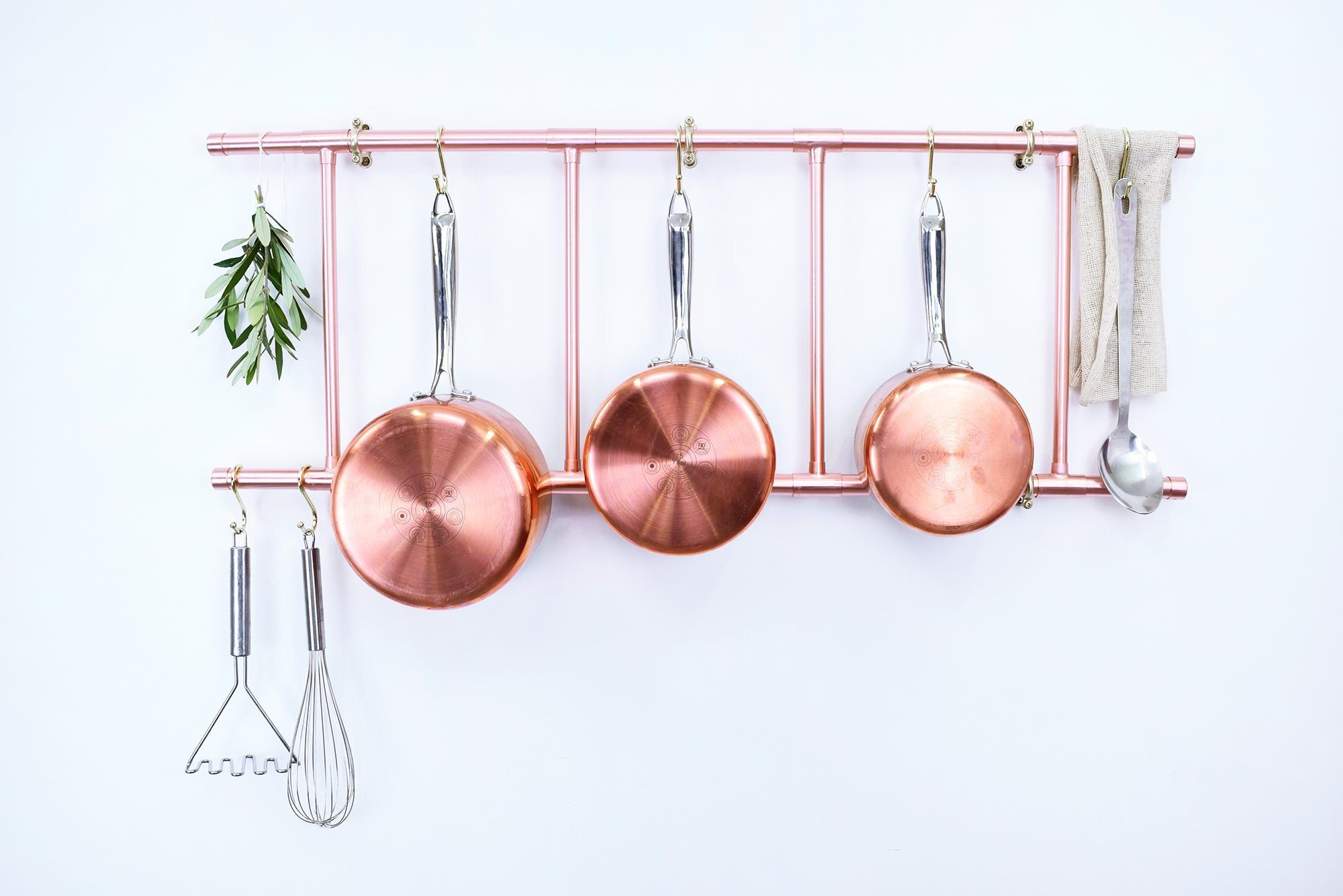 Copper Pan Ladder with hanging pans