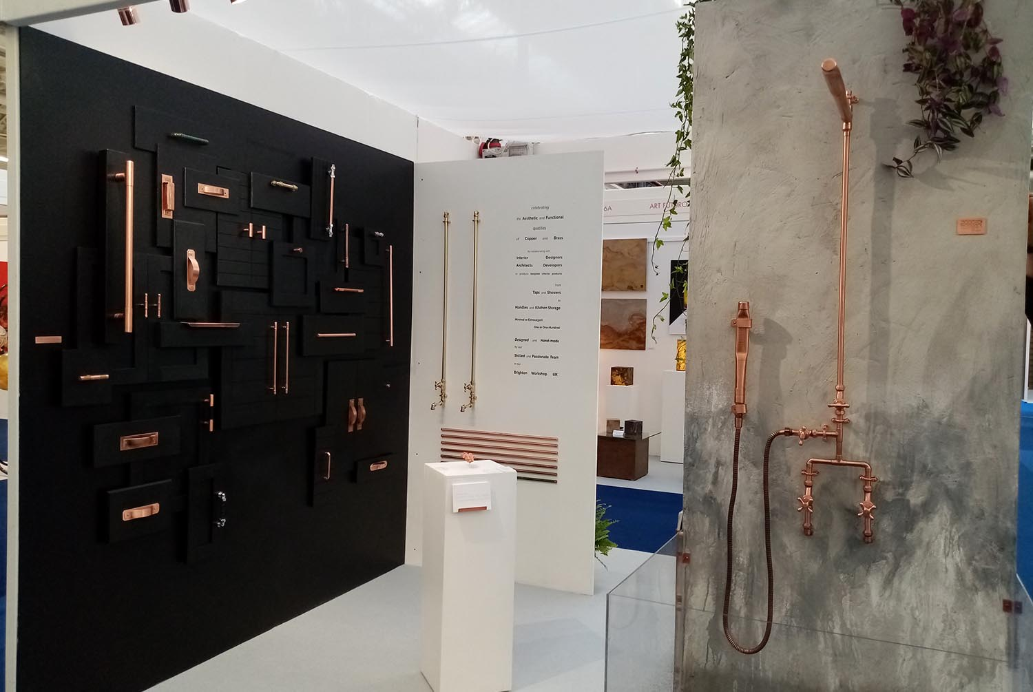 2019-copper-display-showers-exhibition-showers-handles