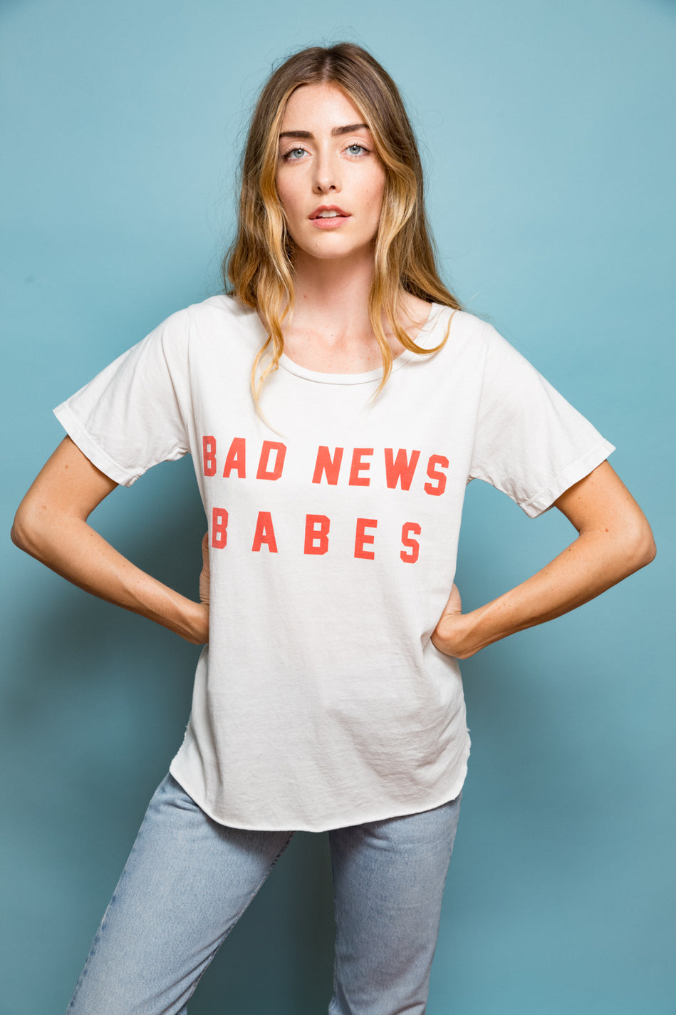 FEATHER HEARTS BAD NEWS BABES RELAXED RETRO TEE
