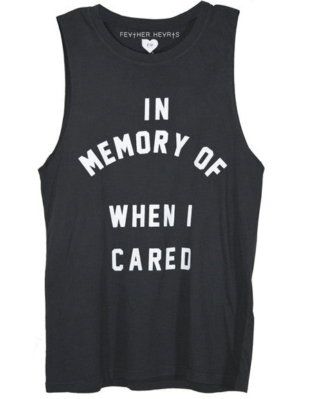 IN MEMORY WHEN I CARED FEATHER HEARTS GRAPHIC TEE