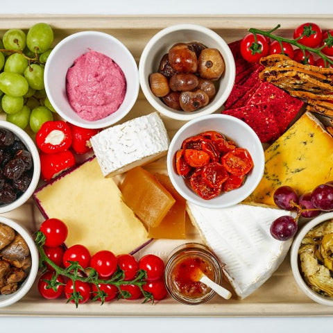 food sharing platter with locally sourced cheese, fruit, crackers from provender brown delicatessen in perth scotland