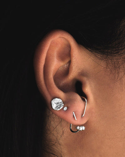 (Single) Molten Circle Stud Earring | Silver