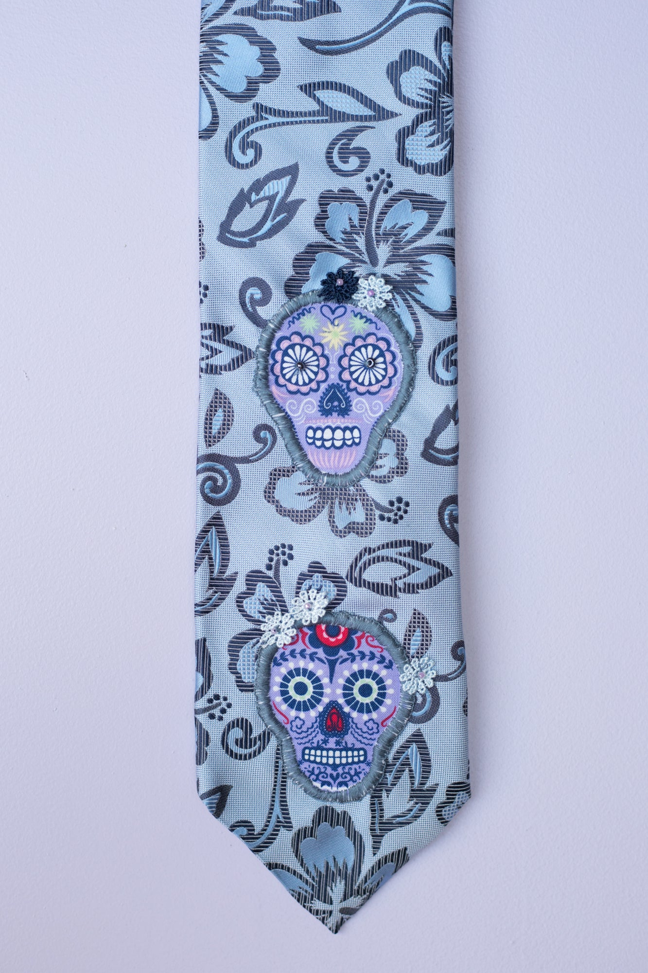 Silk tie in blue hues with sugar skulls