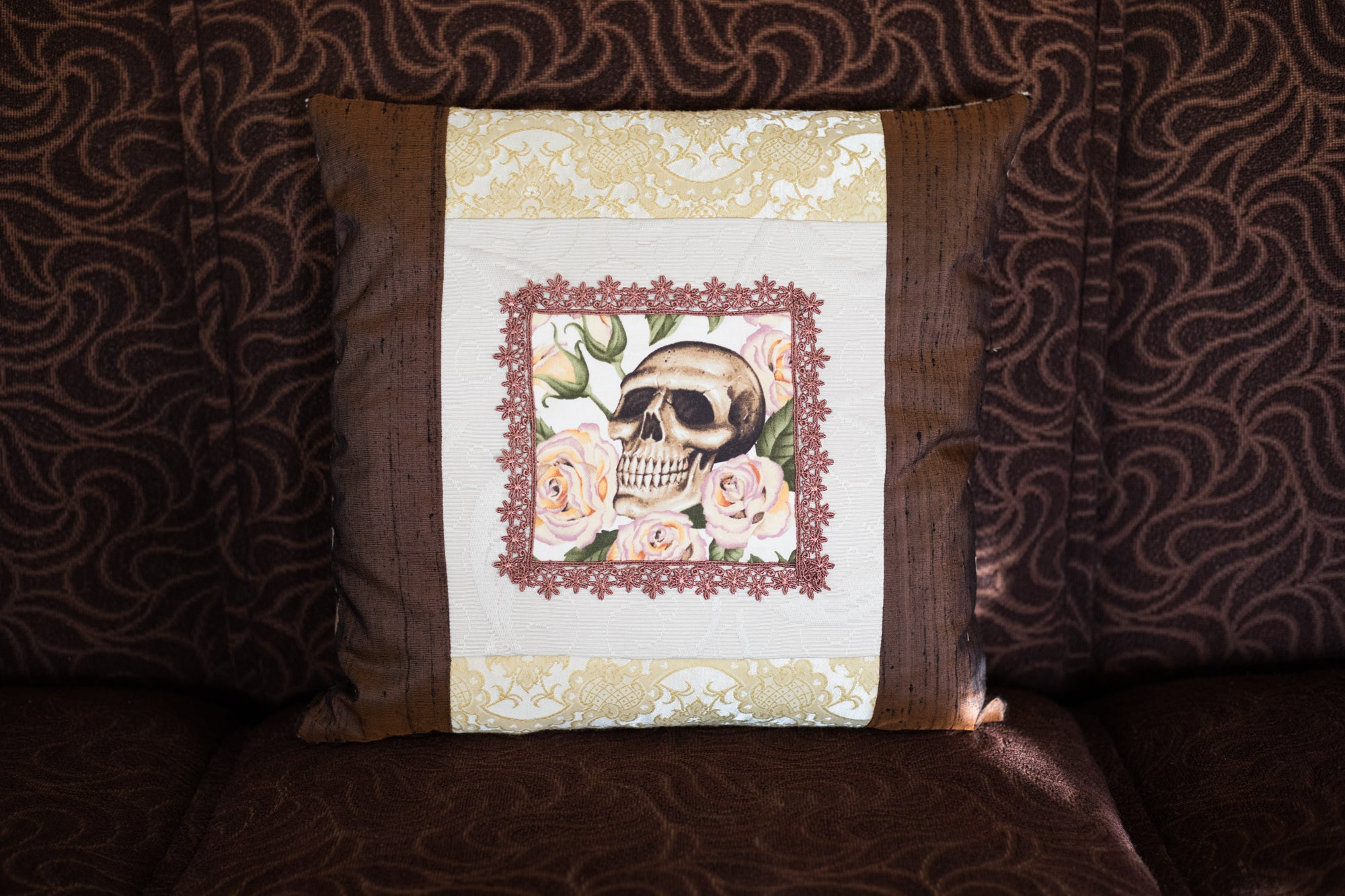 Romantic skull cushion 2