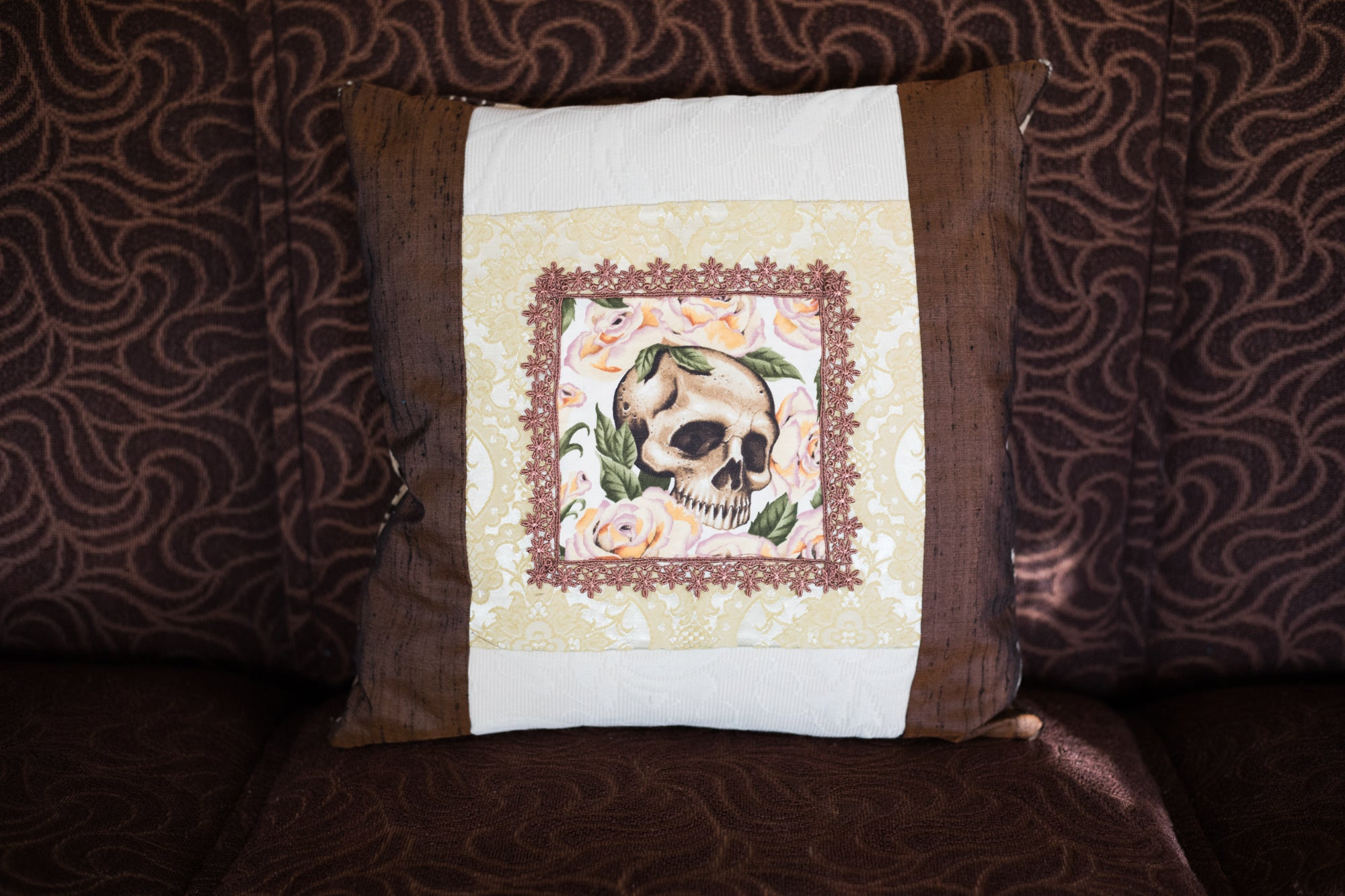Romantic skull cushion 3