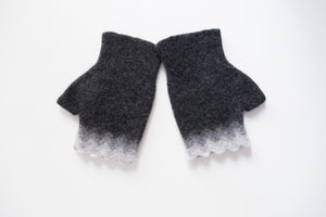 fingerless mitten with classical Icelandic pattern