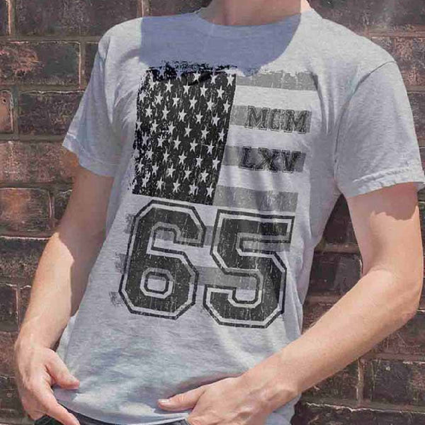 Tee Shirt - Men's Vintage USA Flag Varsity Logo Graphic T-Shirt