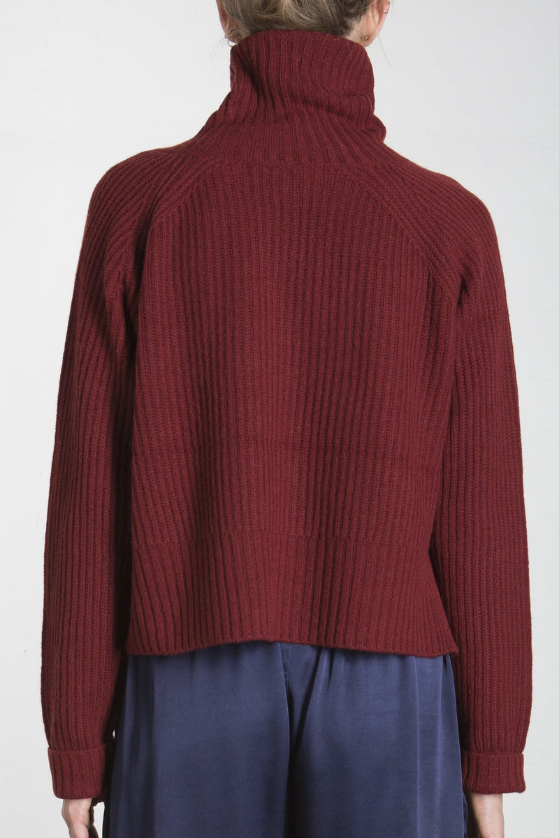 CASHMERE BLEND TURTLE NECK SWEATER