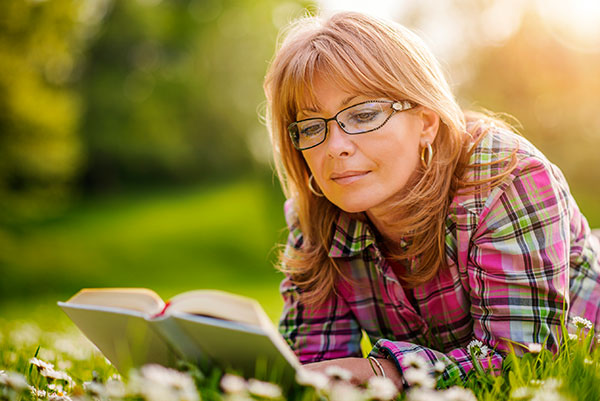 Why You Need Reading Glasses As You Age – I Heart Eyewear