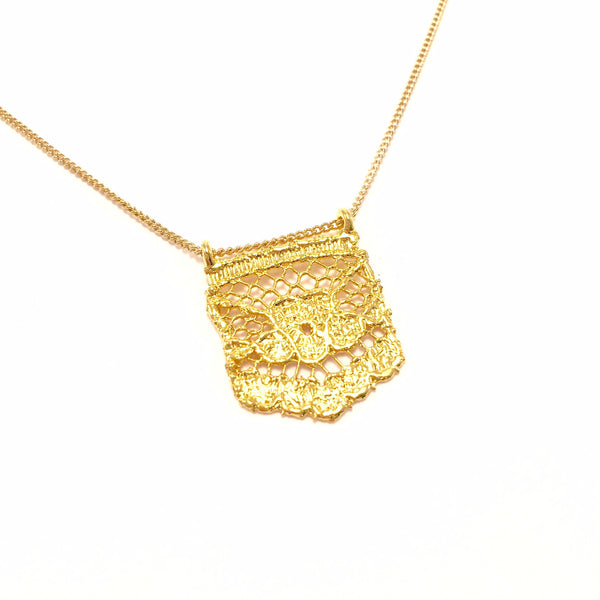XS Gold lace on a chain