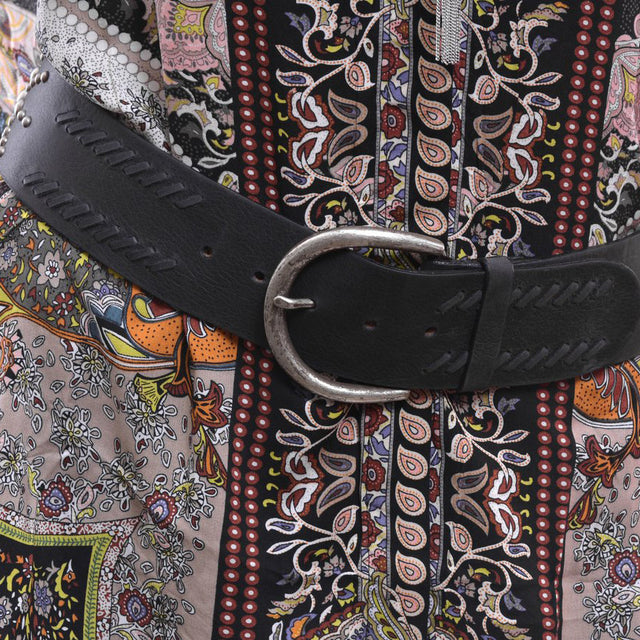 BLACK CONTOUR STUDDED STITCHED BELT