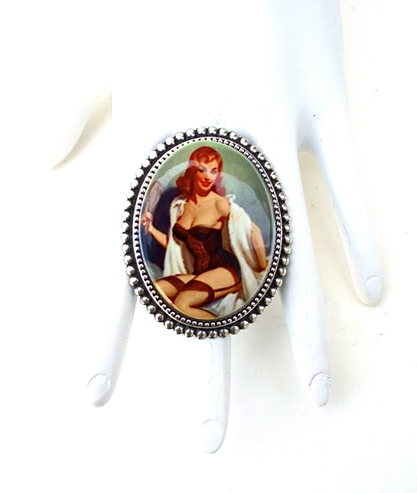 GASOLINE GLAMOUR - PIN UP LACE GARTERS PORCELAIN CAMEO RING - FETISH