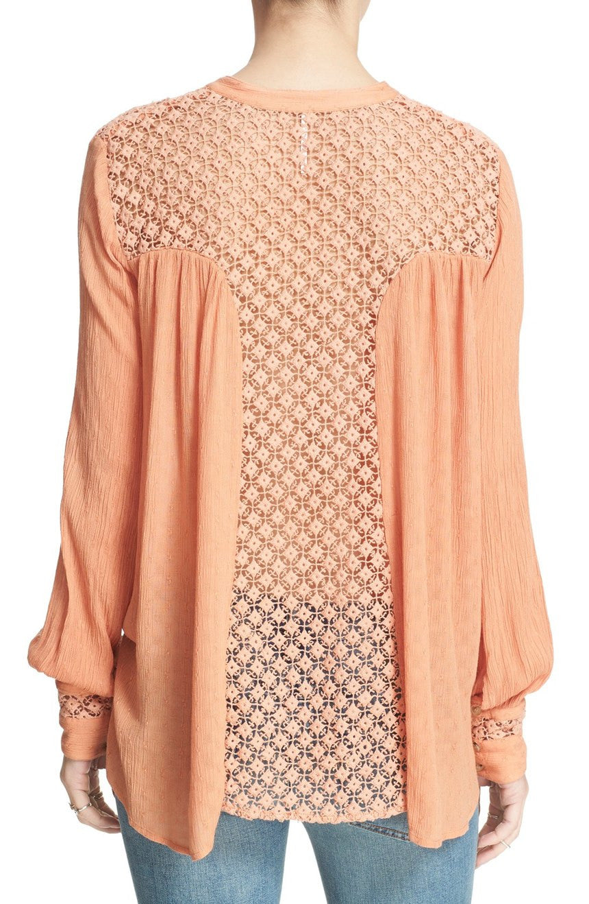 THE BEST BUTTON DOWN TOP IN PEACH