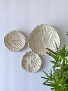 White ceramic wood grain ring dish