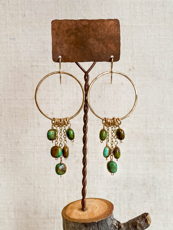 E2006.2 - gf large hammered hoop with rounded square green turquoise dangles