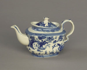 BLUE & WHITE OUTDOOR SCENE TEAPOT