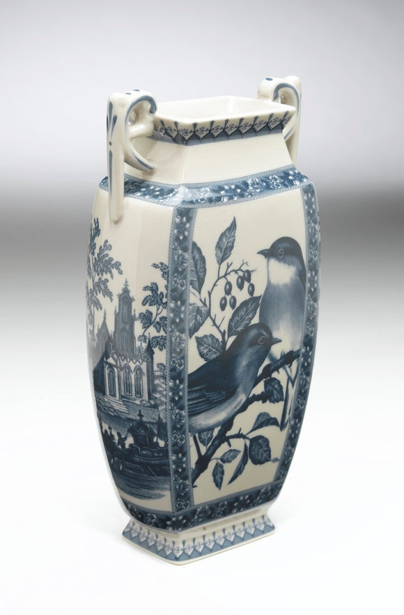 BLUE & WHITE BIRD SCENE VASE