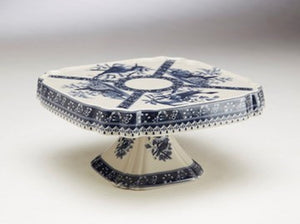BLUE AND WHITE CERAMIC CAKE STAND WITH BIRDS
