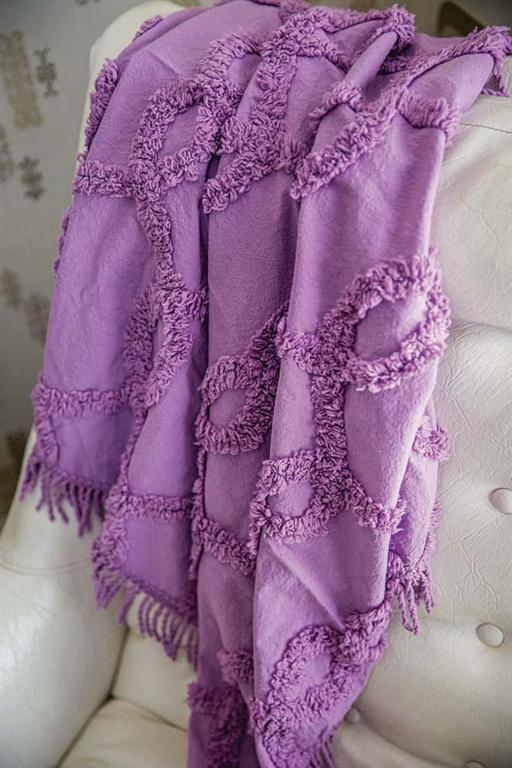 TUFTED COTTON THROW IN LAVENDER