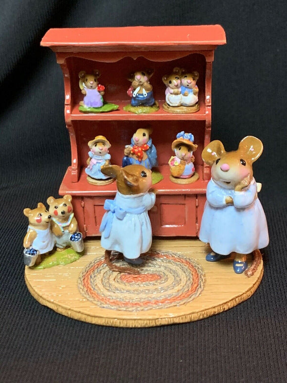 WEE FOREST FOLK RETIRED SPECIAL COLOR RED CURIO W/ ALL 7 RETIRED ANNETTES MINIS