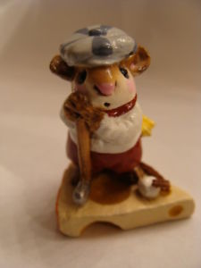 Wee Forest Folk Golfer Mouse With White Shirt