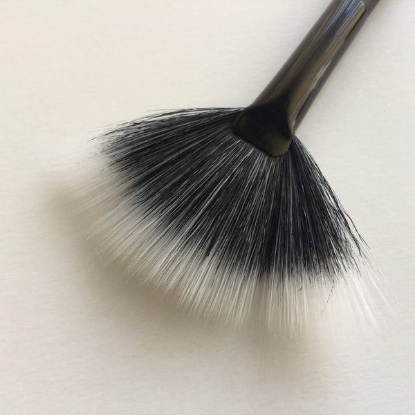 Ben Nye Medium Fan Brush 60mm PBS-4