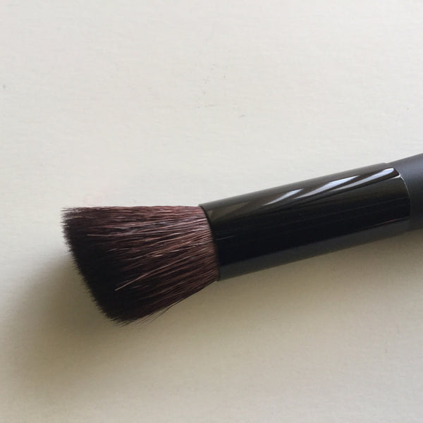 Ben Nye Angle Shader Brush RB-154