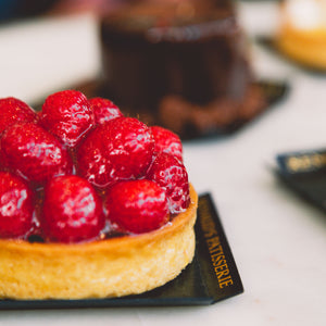 Raspberry tart and other small cakes