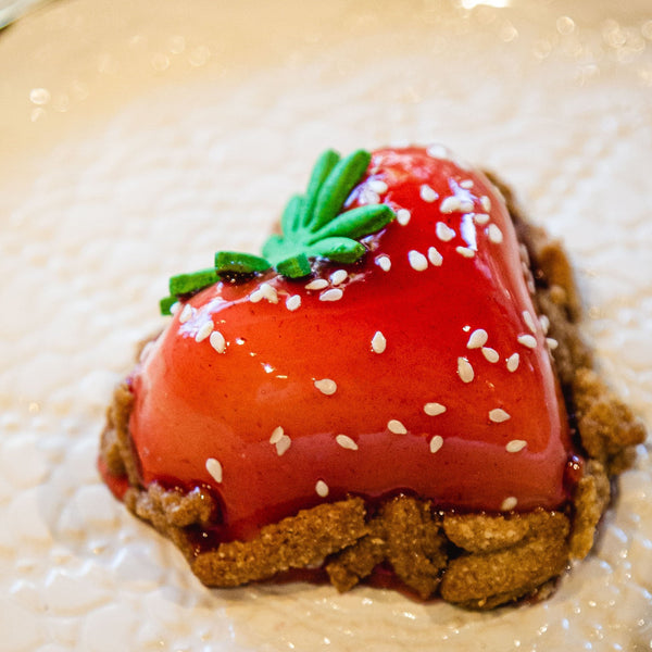 Strawberry shaped cheesecake and homemade graamcracker.