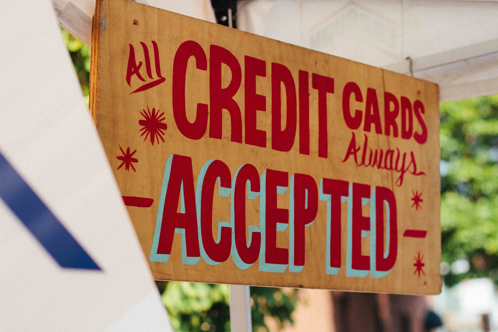 a sign that says all credit cards always accepted
