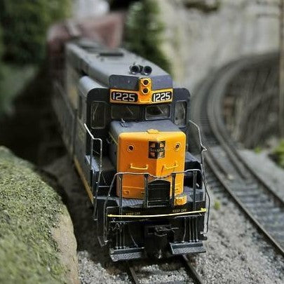 10 Steps to Create Model Train Ran with a Smartphone and Arduino Uno