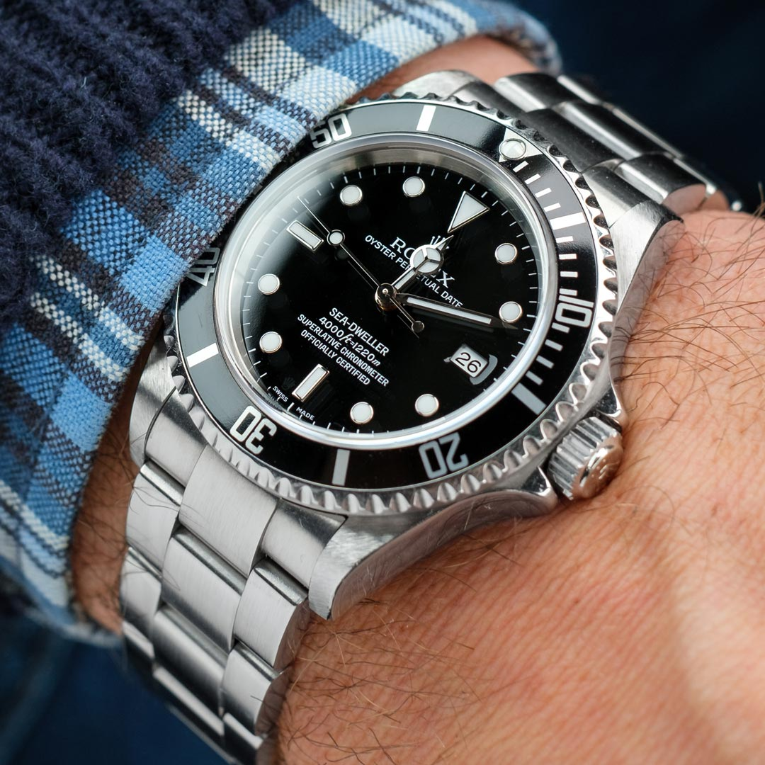 wristshot of a Rolex submariner 16610