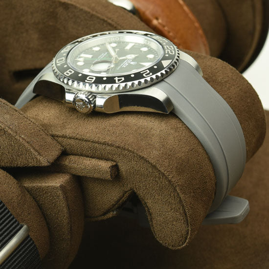 watches suspended on pillow of Everest watch roll