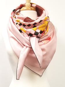 Grand foulard carré en soie ''Amour infini / Infinite love''.