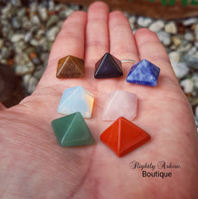 Load image into Gallery viewer, Mini Crystal Pyramid Set
