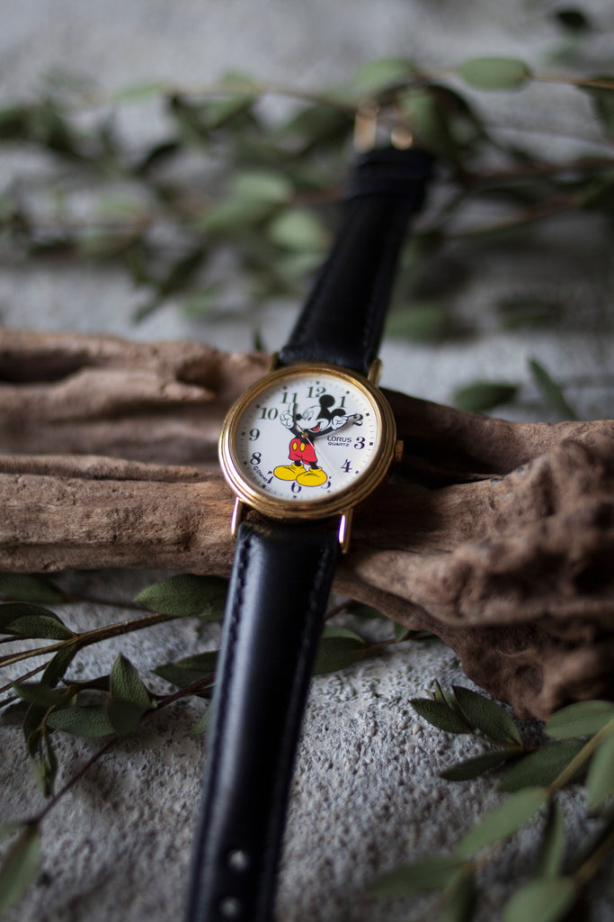 True Vintage: Classic Mickey (Gold/Medium)
