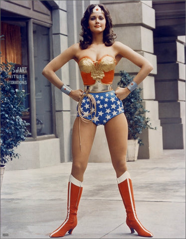 What Lynda Carter thinks about Gal gadot's costume!