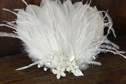 * New * Elizabeth sparkle feather hairpiece on clip
