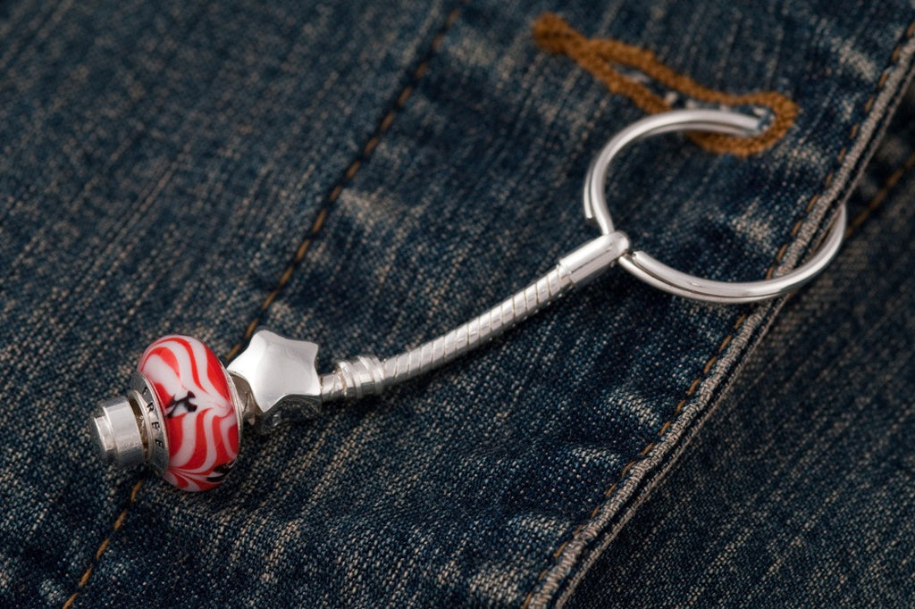 Free bead on key ring with star