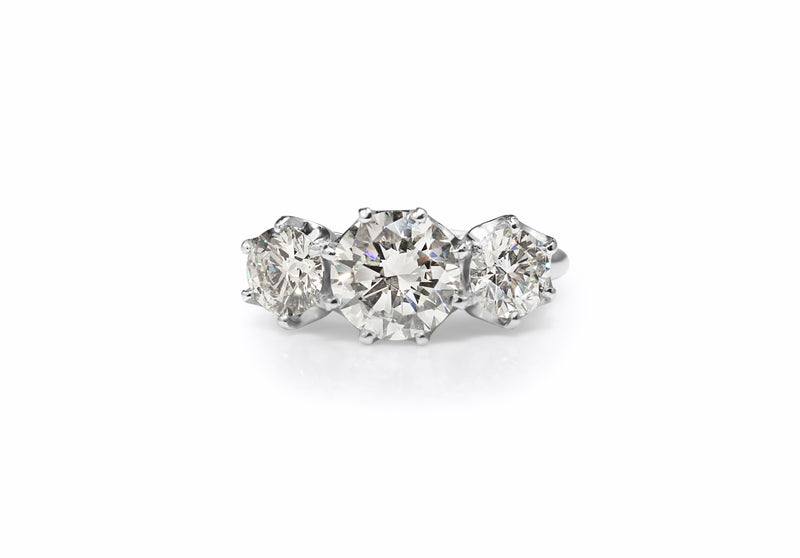 18ct White Gold Large 3 Stone Diamond Ring
