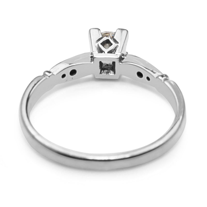 18ct White Gold Vintage Diamond Solitaire Ring
