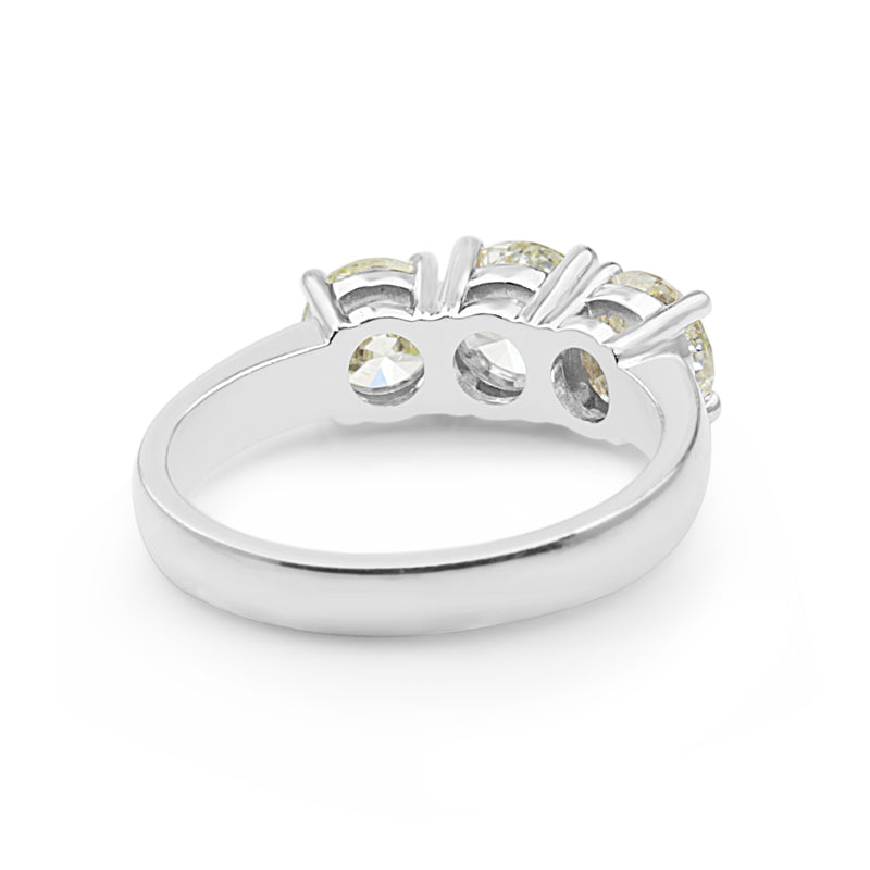 18ct White Gold 3 Stone Cape Diamond Ring