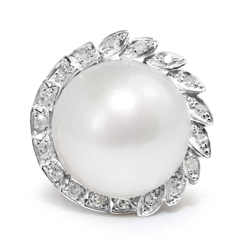 18ct White Gold Vintage Mabé Pearl and Diamond Ring