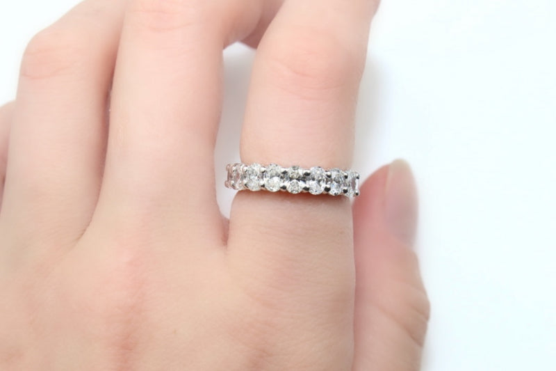18ct White Gold Oval Diamond Band