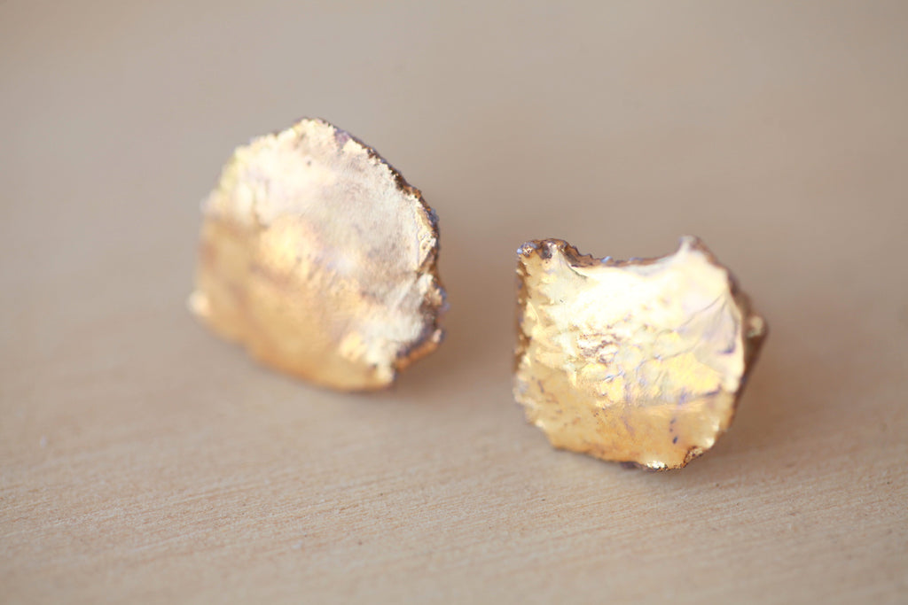 porcelaine studs with gold glaze organic look- Porcelaine BO avec de l'or