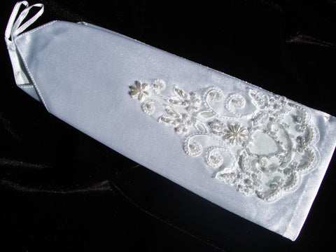 Fingerless bridal gloves with lace and pearls