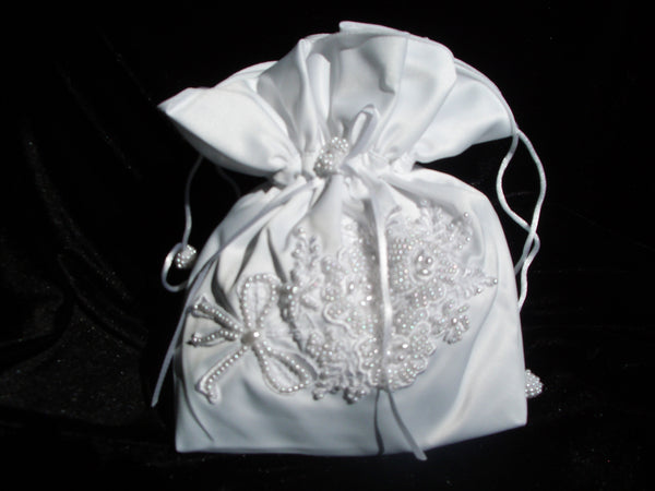 Wedding purse with embroidery and pearls