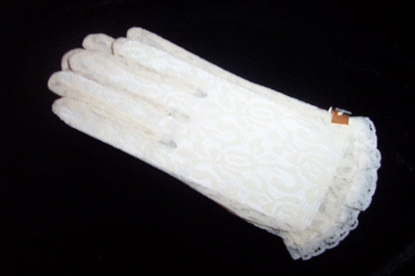 Children's wrist length lace gloves