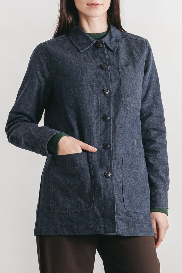 This unlined chore coat has all of the traditional details: boxy cut, substantial fabric, and ample pockets—with a weather-resistant finish. Stiff canvas gives it an authentic workwear feel. True to heirloom quality, our waxed denim is sourced from Halley Stevensons, a Scottish heritage mill operating since 1864.